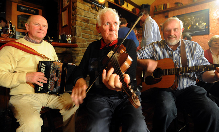 famous fiddle player paddy-cronin-live-trad@ The Grand